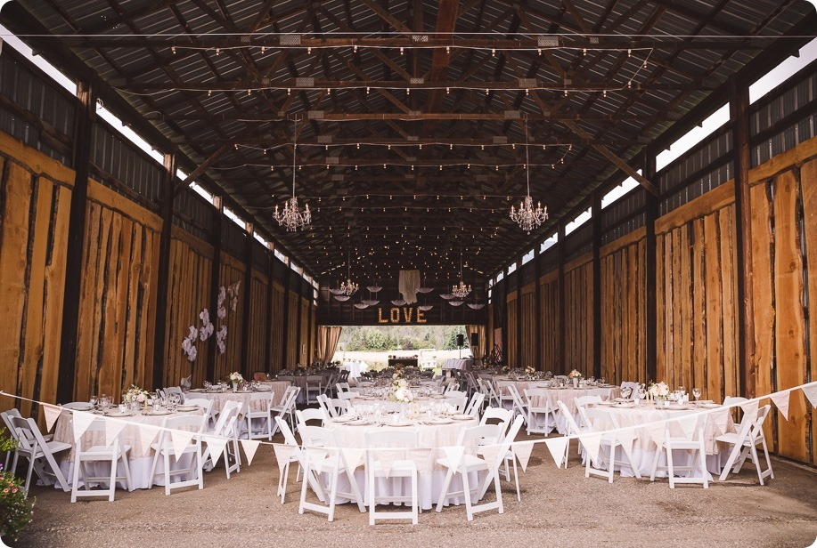 Vernon-Barn-wedding_Silver-Sage-Stables_vintage-decor_Kalamalka-lake-farm_Okanagan-photographer__by-Kevin-Trowbridge-photography_Kelowna_7810