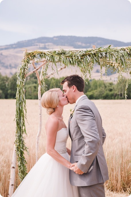 Vernon-Barn-wedding_Silver-Sage-Stables_vintage-decor_Kalamalka-lake-farm_Okanagan-photographer__by-Kevin-Trowbridge-photography_Kelowna_154355