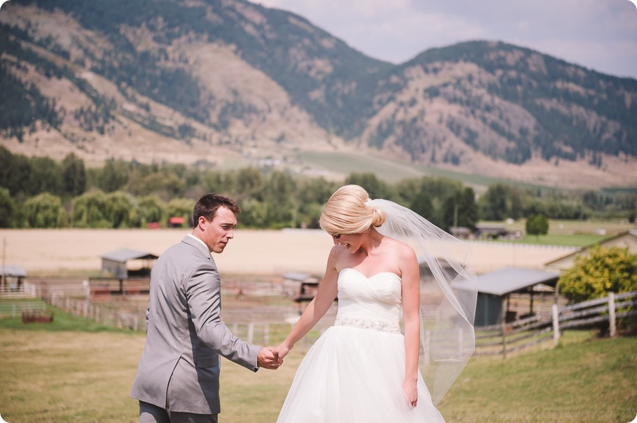 Vernon-Barn-wedding_vintage-decor_Kalamalka-lake-farm-Okanagan-photographer_28_by-Kevin-Trowbridge-photography_Kelowna