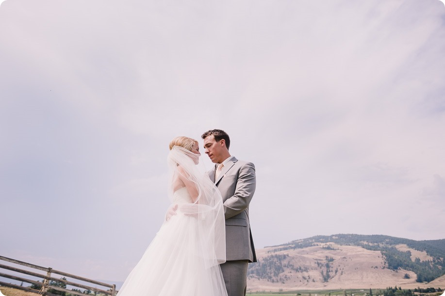 Vernon-Barn-wedding_vintage-decor_Kalamalka-lake-farm-Okanagan-photographer_32_by-Kevin-Trowbridge-photography_Kelowna