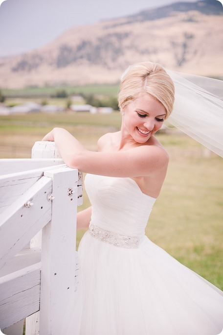 Vernon-Barn-wedding_vintage-decor_Kalamalka-lake-farm-Okanagan-photographer_36_by-Kevin-Trowbridge-photography_Kelowna