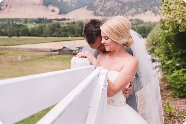 Vernon-Barn-wedding_vintage-decor_Kalamalka-lake-farm-Okanagan-photographer_38_by-Kevin-Trowbridge-photography_Kelowna