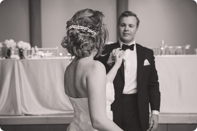 Sparkling-Hill-wedding_Gatsby-gold-glam_Okanagan-photographer_Victoria-and-Callum_by-Kevin-Trowbridge-photography_Kelowna_210407-2