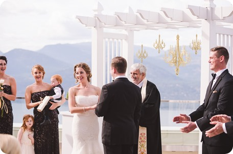 Sparkling-Hill-wedding_Gatsby-gold-glam_Okanagan-photographer_Victoria-and-Callum_by-Kevin-Trowbridge-photography_Kelowna_142406
