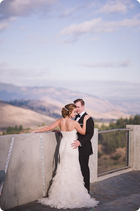 Sparkling-Hill-wedding_Gatsby-gold-glam_Okanagan-photographer_Victoria-and-Callum_by-Kevin-Trowbridge-photography_Kelowna_161853