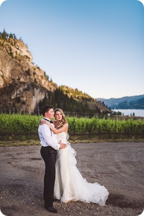 Painted-Rock-Wedding_Penticton_vineyard-lake-view_Created-Lovely_Classic-Creations_Sherrisse-and-Steven__by-Kevin-Trowbridge-174