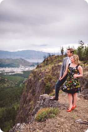Kelowna-engagement-session-helicopter-mountaintop_Okanagan-Lake_vineyards-wine_by-Kevin-Trowbridge-photography_Kelowna_181021