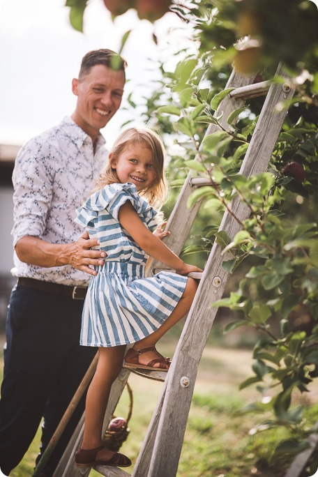 Kelowna-family-portraits_apple-orchard-rustic_Okanagan-photographer__by-Kevin-Trowbridge-photography_Kelowna_174959