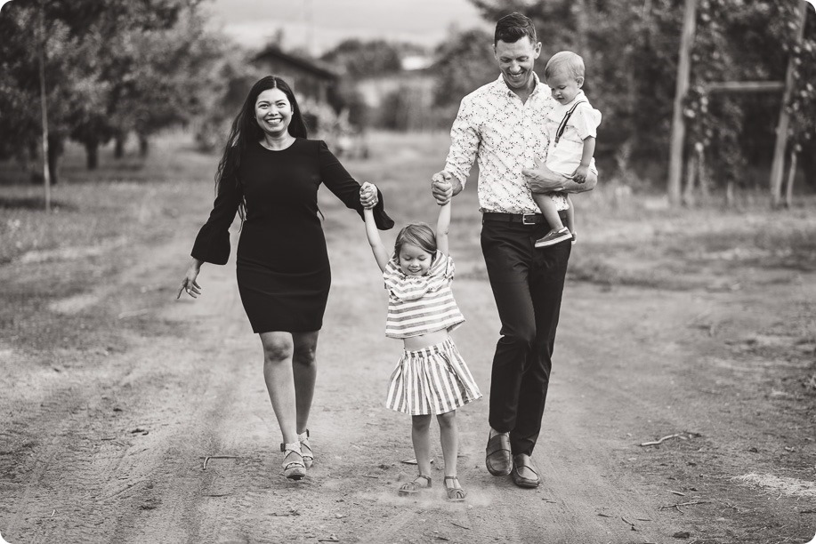 Kelowna-family-portraits_apple-orchard-rustic_Okanagan-photographer__by-Kevin-Trowbridge-photography_Kelowna_182825-2
