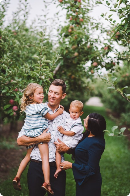 Kelowna-family-portraits_apple-orchard-rustic_Okanagan-photographer__by-Kevin-Trowbridge-photography_Kelowna_190425