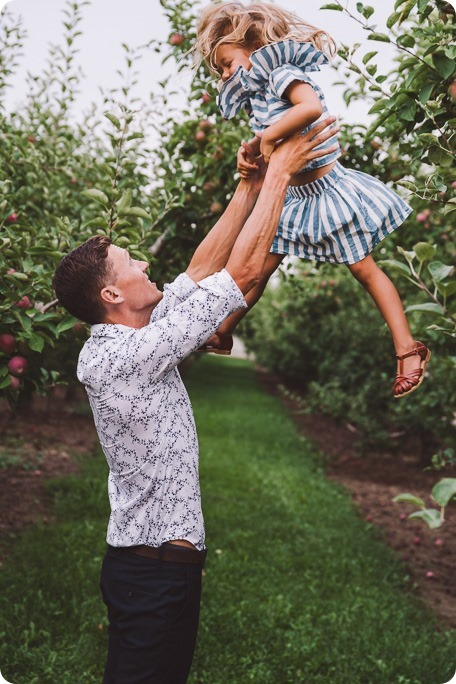 Kelowna-family-portraits_apple-orchard-rustic_Okanagan-photographer__by-Kevin-Trowbridge-photography_Kelowna_190520