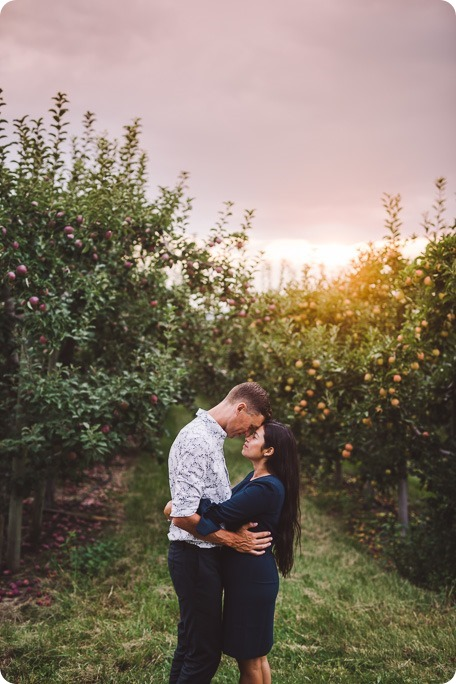 Kelowna-family-portraits_apple-orchard-rustic_Okanagan-photographer__by-Kevin-Trowbridge-photography_Kelowna_191543