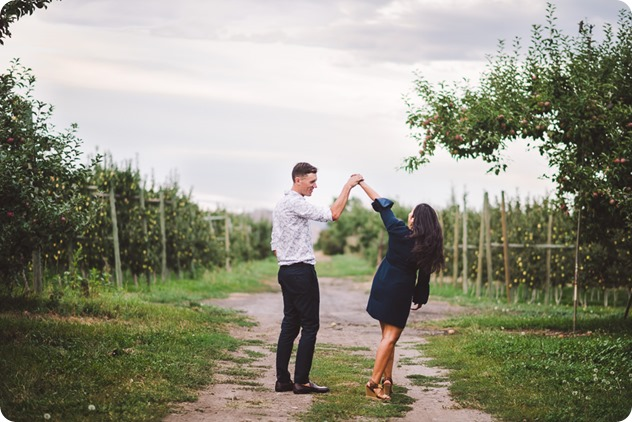 Kelowna-family-portraits_apple-orchard-rustic_Okanagan-photographer__by-Kevin-Trowbridge-photography_Kelowna_191823