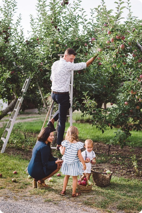 Kelowna-family-portraits_apple-orchard-rustic_Okanagan-photographer__by-Kevin-Trowbridge-photography_Kelowna_180146